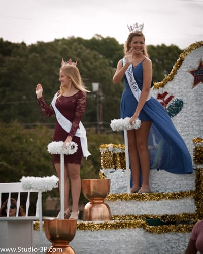 Local Beauty Queens In Parade Strut 2017