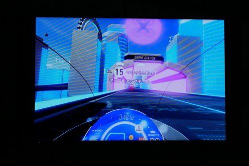 ゲーム内でほかの参加者のクルマとすれ違うと、それぞれのクルマの集めた情報が転送され、マップなどの情報が追加されていく