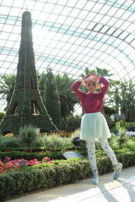Tiruan Eiffel Tower dari daun di Flower Dome SIngapore