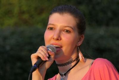 come curare la voce prima di cantare