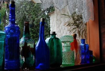 Come decorare bottiglie di vetro con tovaglioli