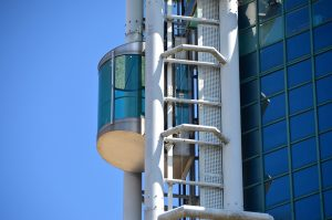 as4 300x199 - Asansör Düşerken Zıplanılsa Ne Olur ?