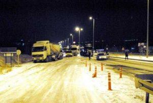 b4 1 300x202 - Buzlanmış Yollara Niçin Tuz Dökülüyor?