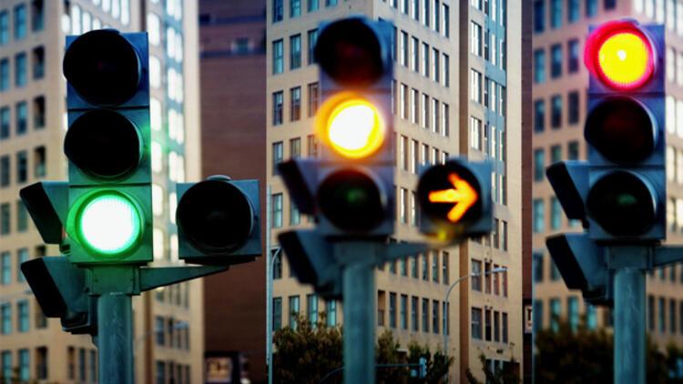 Trafik Lambaları Niçin Kırmızı, Sarı ve Yeşildir ?