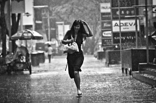 Yağmurda Koşan Niçin Daha Çok Islanıyor?, OkuGit.Com - Tarih, Güncel, Kadın, Sağlık, Moda Bilgileri Genel Bloğu