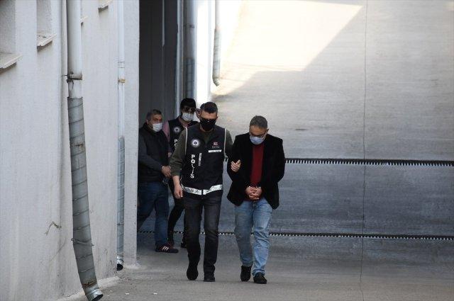 adanada musterilerin imzalarini taklit edip vurgun yapti 0 EdtDjcJr - Adana'da müşterilerin imzalarını taklit edip, vurgun yaptı