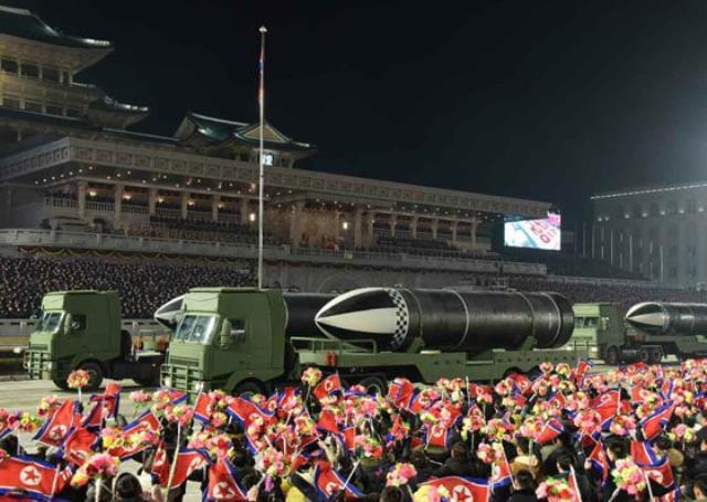 kuzey kore lideri kim jong undan abdye gozdagi dunyanin en guclu silahi devlet kanalinda tanitildi 0 avaNi2gm - Kuzey Kore lideri Kim Jong-Un'dan ABD'ye gözdağı: Dünyanın en güçlü silahı devlet kanalında tanıtıldı