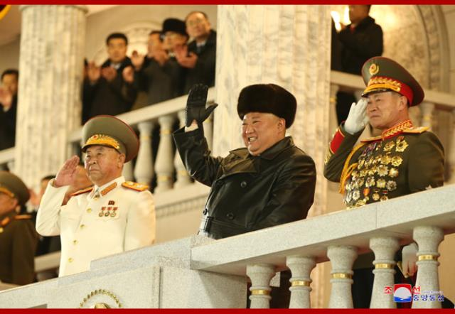 kuzey kore lideri kim jong undan abdye gozdagi dunyanin en guclu silahi devlet kanalinda tanitildi 1 CpVFZcQZ - Kuzey Kore lideri Kim Jong-Un'dan ABD'ye gözdağı: Dünyanın en güçlü silahı devlet kanalında tanıtıldı