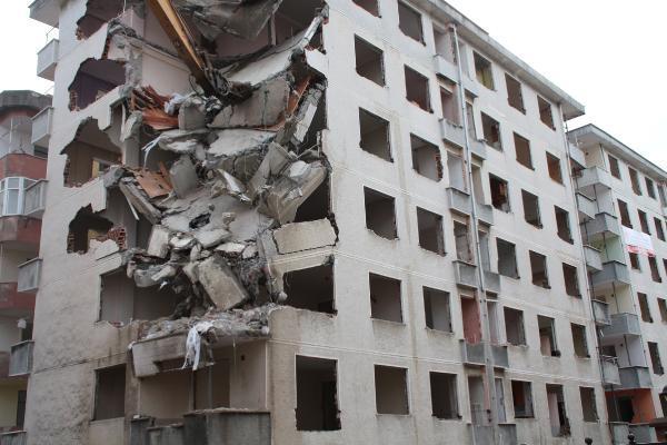 rizede pisa kuleleri olarak anilan egimli binalar yikiliyor 5 VPP1hja5 - Rize'de 'Pisa Kuleleri' olarak anılan eğimli binalar yıkılıyor