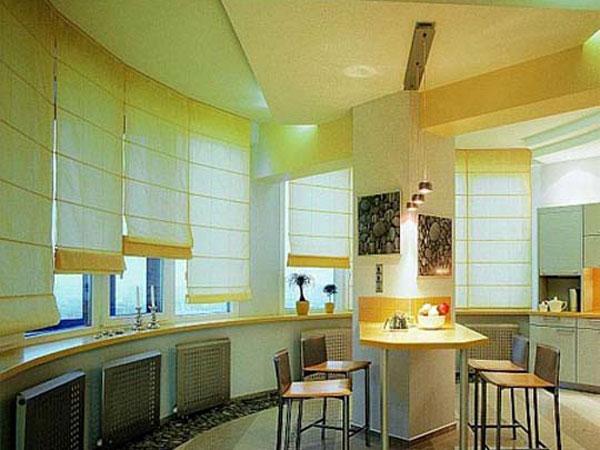 Как правильно и красиво оформить шторами окно на кухне ...
