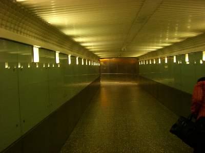 バス乗場までの地下道