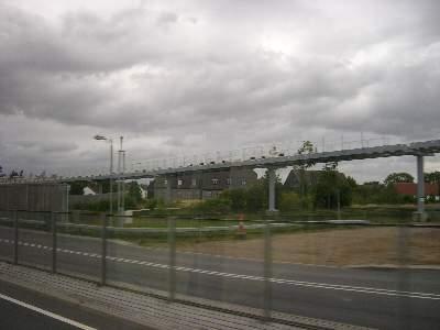 Heathrow 空港で建設中の新交通システムのようなもの