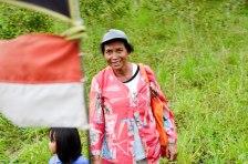 Memandang Indonesia. Senyum seorang ibu dalam perjalanan menuju Kali Gendol Merapi, Yogyakarta.