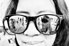 On The Beach - Refleksi keramaian pantai Anyer dari kaca-mata hitam (Foto: Lydia Okva Anjelia)