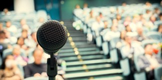 Superar o desafio de falar em público para não perder oportunidades no mundo do trabalho
