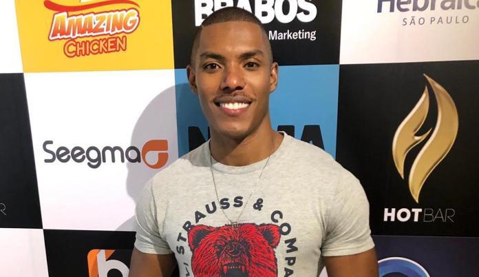 Max Souza, namorado de prefeito do interior de SP que concorre ao título de Mister, diz em entrevista em rádio que o país merece um presidente LGBT+
