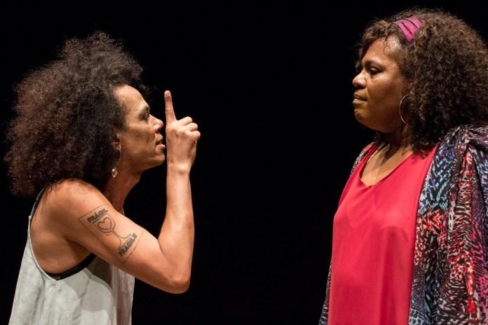"""Drama """"Entrega para Jezebel"""" retrata a vida de uma babá travesti; assista na íntegra"""