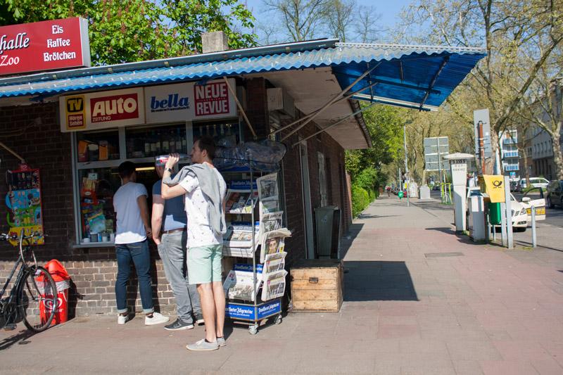 Dimanche printanier à Düsseldorf -Kiosk - Olamelama
