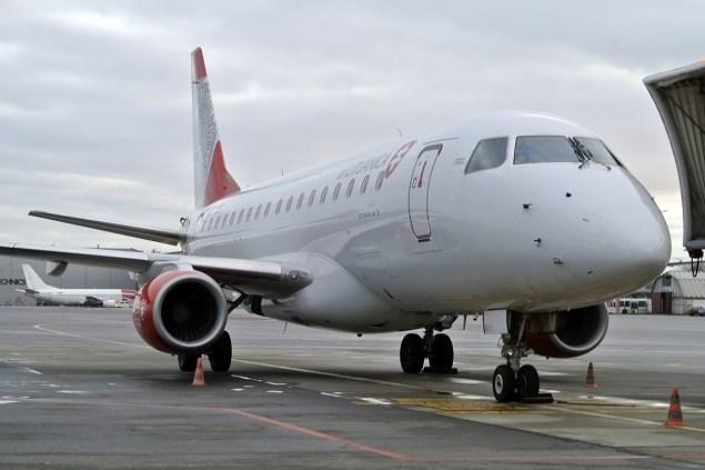 Air_Lituanica_Embraer_170_at_Vilnius_Airport_2