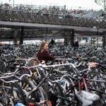 Miesto savivaldybės pašalino be priežiūros paliktus dviračius