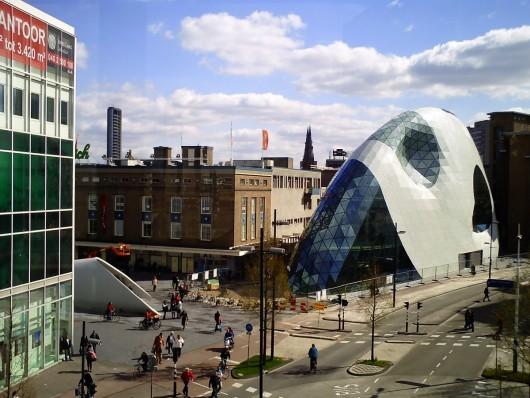 PiazzaBlob_Eindhoven-www.wikimedia.org_-530x398