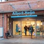 """Prekybos centrų tinklas """"Albert Heijn"""" bandys penkiolikos parduotuvių kasose paslėpti tabako gaminių stendus"""
