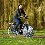 Premjera: elektrinis dviratis, įkraunamas saulės baterijomis