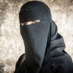 Vokietija nori uždrausti musulmunėms dėvėti burkas
