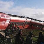 Nyderlanduose traukinys rėžėsi į pienvežį, yra sužeistųjų