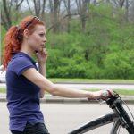 Olandija planuoja uždrausti važiuojant dviračiu siųsti žinutes mobiliaisiais telefonais