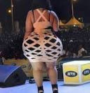 Jaw-dropping b*kini photos of a lady who claims to have the biggest b*tt in West African