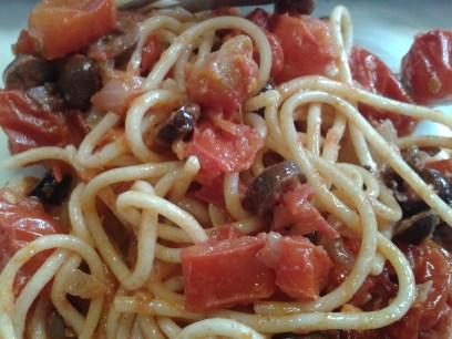 Paradicsomos (darabos paradicsom), olívás spagetti