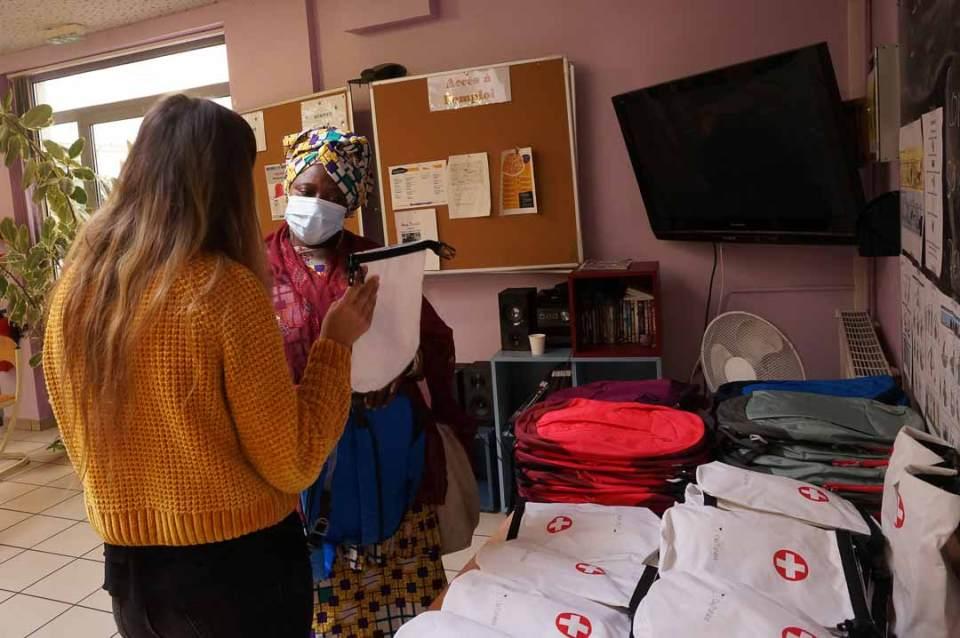 Distribution du Kit OlaTaNea à Diara de la part de Marion