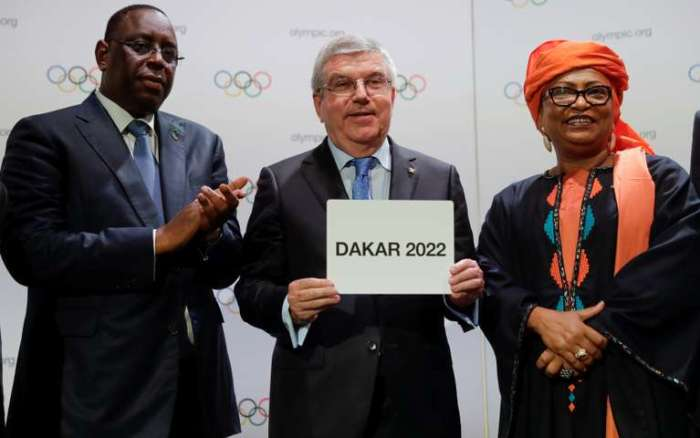 Senegal's President Sall and IOC President Bach, alongside mayor of Dakar El Wardini after signing the contract for 2022 Youth Olympic Games, at the 133th IOC session in Buenos Aires