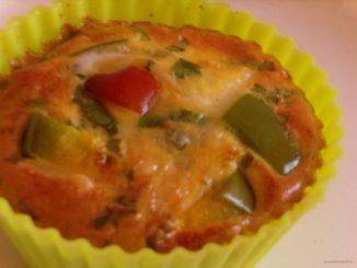 tojás muffinsütőben sütve, tojás muffinformában, tojás sütőben, rántotta sütőben