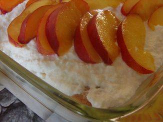joghurtos túrós gyümölcsös desszert sütés nélkül