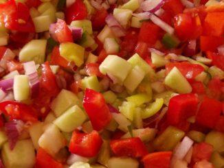 vegyes nyári saláta, fátyolöntet