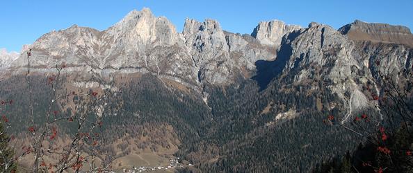 Val Fiorentina: la cima più alta sulla sinistra è il Cernera detta anche la Ciaza (ph. P. Cesco Frare)