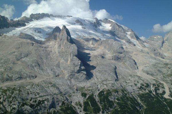 Versanti settentrionali della Marmolada (3343 m, ph. Luigi Casanova)