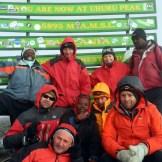 In vetta: Uhuru Peak sul Kibo a 5895 metri
