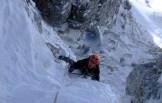 """Simone Favero sul sesto tiro della via """"Cugi's Corner"""" (Cimon di Palantina 2190 m, parete N-O, gruppo Col Nudo – Cavallo), aperta il 05.03.2011 (Ph © B. Bona)"""