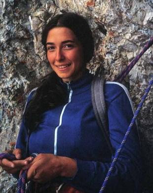Luisa Iovane in sosta sulla Soldà, Marmolada (1983, ph. H. Mariacher)