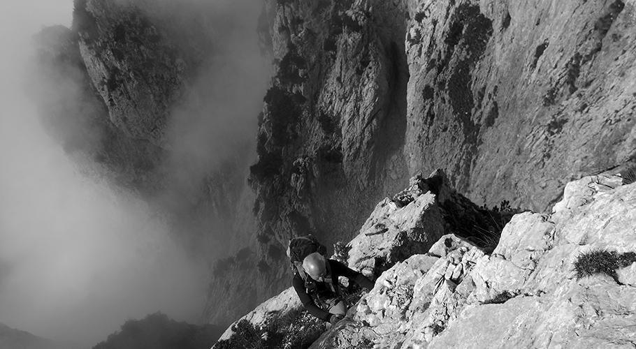 6. Passaggio vertiginoso oltre la Cima della Borala (©loris de barba)