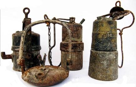 Lampade a carburo usate nelle miniere di Sagron