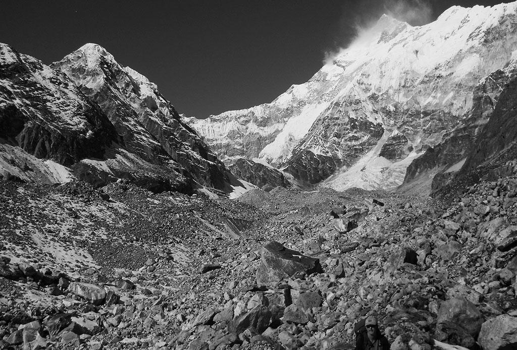 Perlustazione del 2011 di Anindya Mukherjje sul Tonghsiong Glacier. Sulla destra la Cresta Zemu