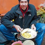 6. Davide con un piatto tipico Sherpa (ph E. Ferri – K2014.it)