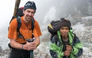 7. Davide con Pemba Sherpa verso il Campo Zemu (Campo Base Avanzato, 5040 m) (ph E. Ferri – K2014.it)