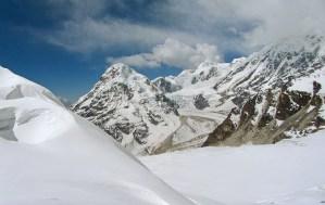 14. La maestosa curva del Talung, con il Guicha Peak, ripresa dal Colle Tilman (ph E. Ferri – K2014.it)