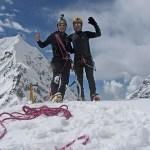 15. Francesco e Cesar sulla cima nevosa (5550) a sud del Colle Tilman (prima salita) (ph E. Ferri – K2014.it)
