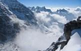 4. Dalla vetta del Rimpoche Temple Peak (toponimo proposto), il fondo del Tonghsiong Glacier. Al centro, in lontananza, emergono le Tre Cime del South Simvo, esplorate successivamente
